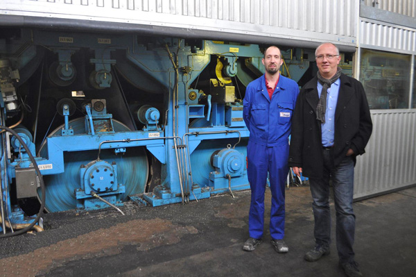 Josef Egginger, foreman at Hamburger Rieger in Trostberg, and Frank Hasenbach-Bauer, Metso Sales Manager, next to the PM 2 during a tour.